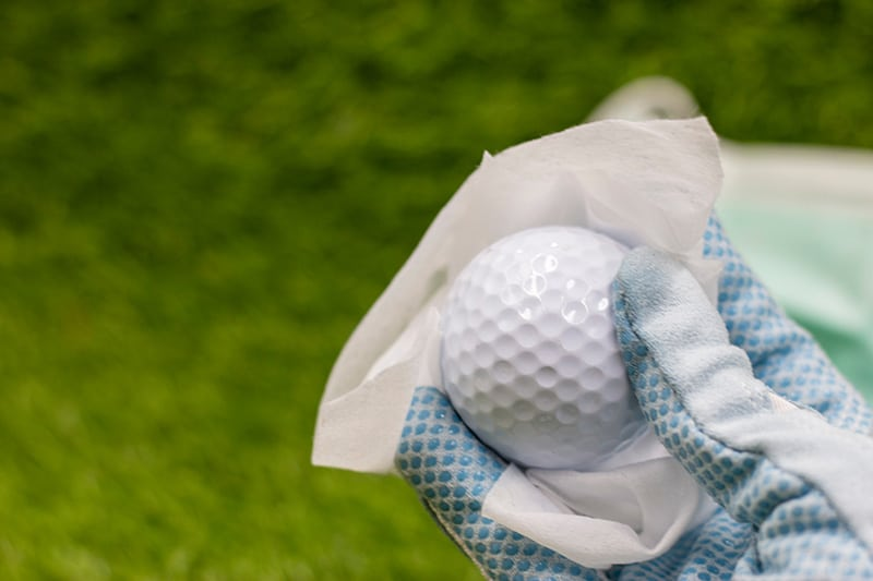 The right way to clean golf balls
